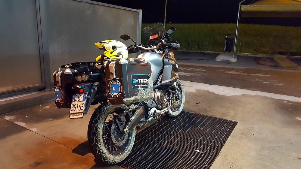 Come ficcarsi nei guai in moto: Ecco lo stato della moto...mi è toccato pure lavarla subito.