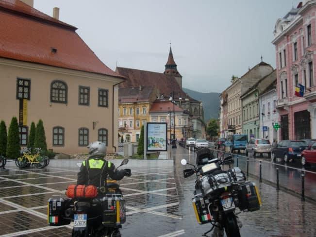 In viaggio con MOTOREX - giornata piovosa a Brasov (Romania)