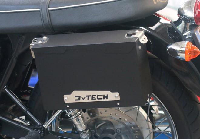 Le Smart Tank MyTech sono le uniche borse in metallo per la Triumph Bonneville e ben si raccordano con le linee classiche di questa moto