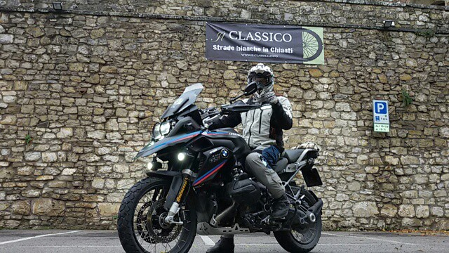 partenza del Classico in moto