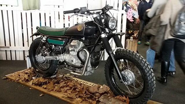 La bellissima Scrambler di Officine Sbranetti su base Moto Guzzi Nevada 750. La portereste a sguazzare nel fango?