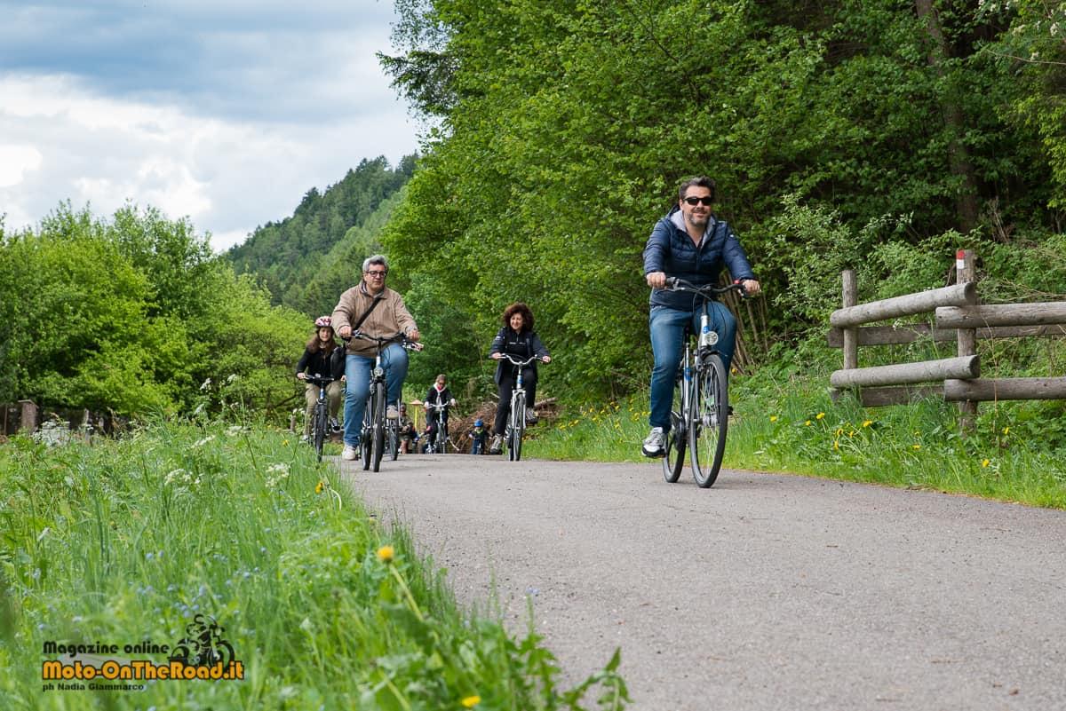 In bicicletta alla scoperta della vallata.