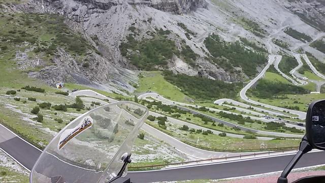 in viaggio con la Suzuki V-STROM 650 XT: lo stelvio sul versante italiano