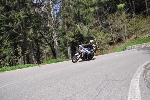 Motto Jeans -confort in ogni situazione o impiego - Onno su uno dei leggendari tornanti del vecchio Rally di Como