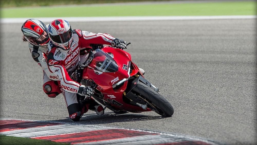 Cinque consigli per viaggiare in coppia in motocicletta. Ducati biposto