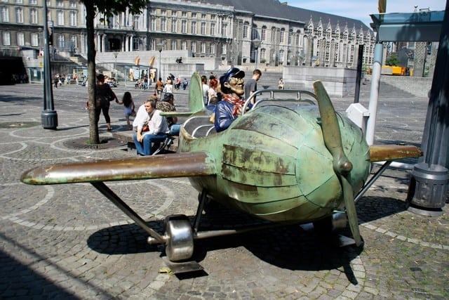 Vallonia in moto: Liegi. La statua di Tchantches