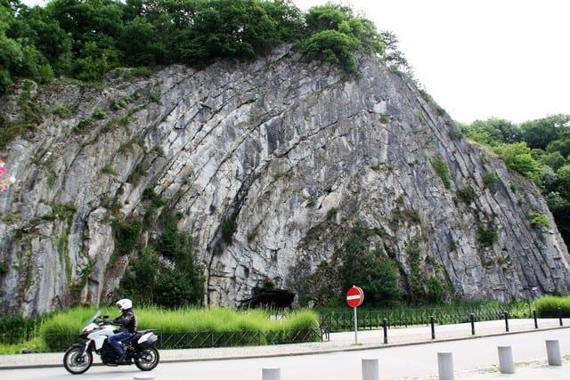 vallonia in moto, Durbuy, le incredibili formazioni rocciose caratteristiche delle Ardenne