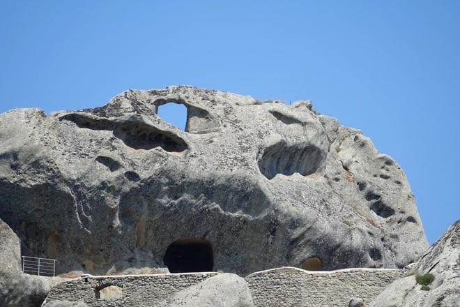 Il buco nella roccia che ha dato origine al nome di Pietrapertosa
