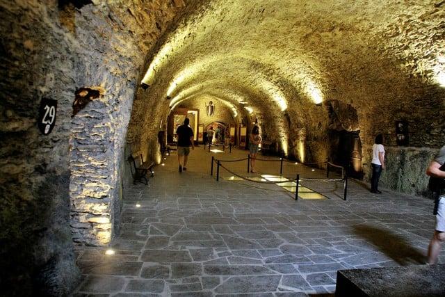 Vallonia in moto: la sala del trono del castello di Bouillon