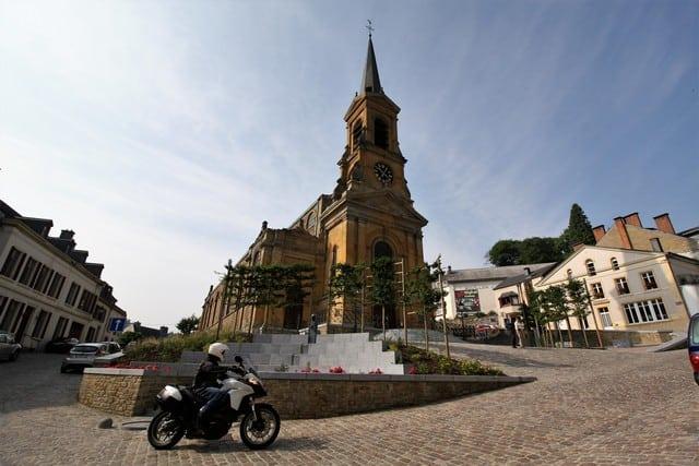 Vallonia in moto: una delle chiese di Bouillon