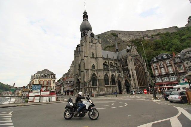 Vallonia in moto: Dinant, la cattedrale di Notre Dame