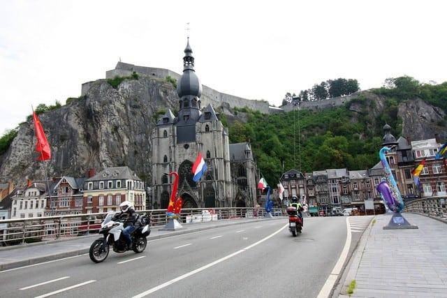 Vallonia in moto: il ponte sulla Mosa di Dinant