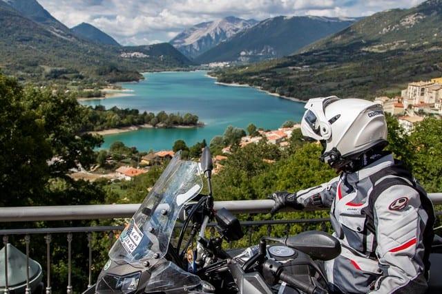Nel Parco nazionale d'Abruzzo, un rapido momento di sosta prima di ripartire