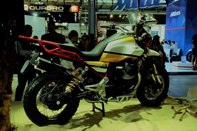 Moto Guzzi V85 . Notare la singolare posizione del monoammortizzatore