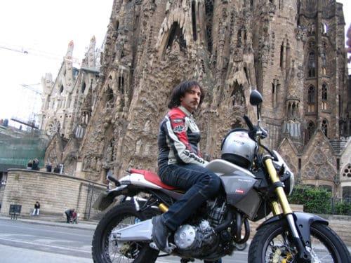 Il Direttore alla presentazione della Derbi Mulhacen Café a Barcellona nel 2006. Anche a lui piacque molto, ma ma nella versione 659cc