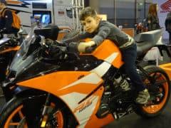 Chi l'ha detto che la moto non affascina più i giovani? Nella foto: Damiano