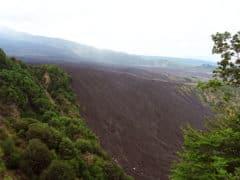 Etna: la valle del Bove con la colata lavica del 1991