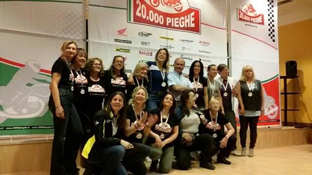 Il gruppone delle donne, passeggere e non, che hanno partecipato alla decima edizione della 20.000 Pieghe