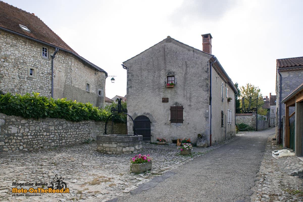 Charroux - pozzo
