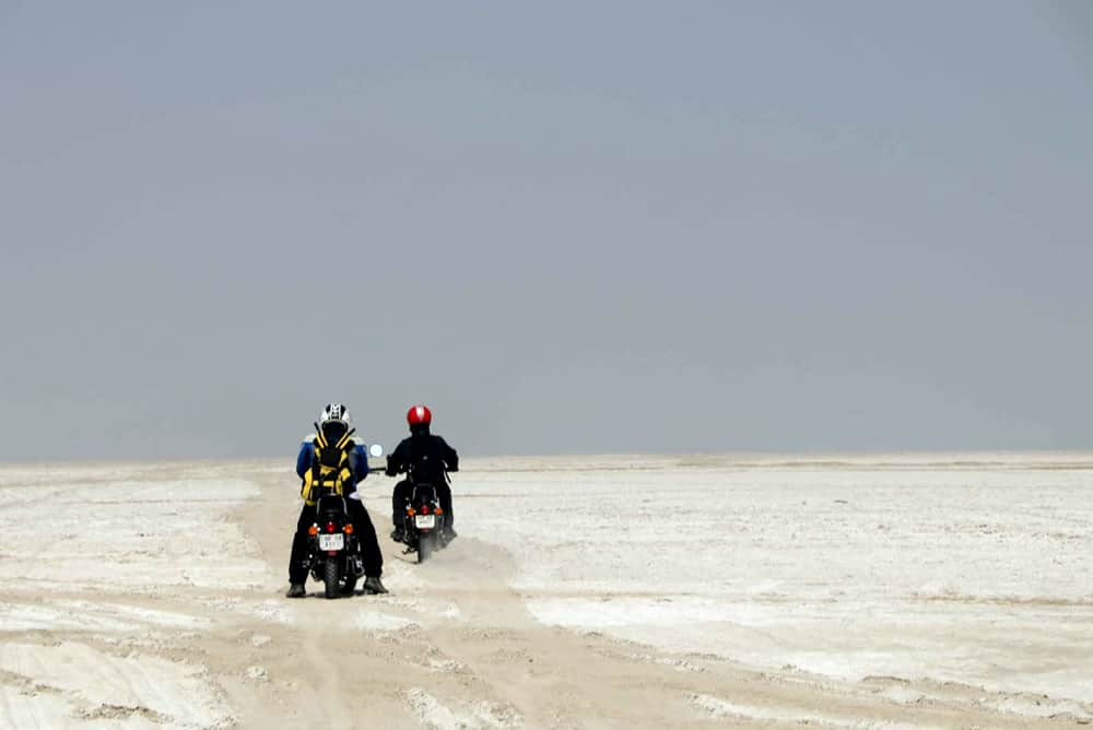 Rajasthan in moto. Sul lago salato.