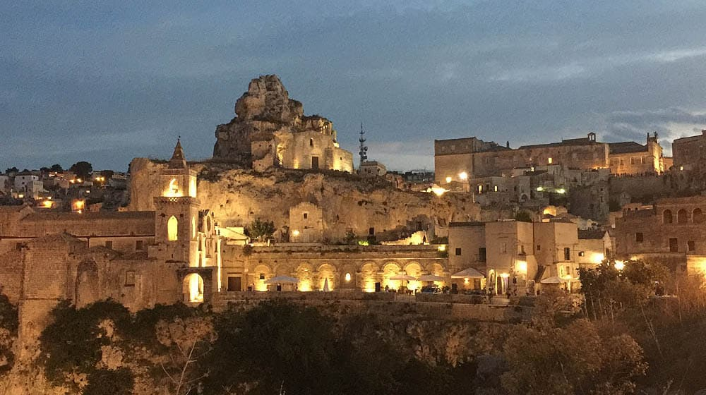 mete in moto Matera by night
