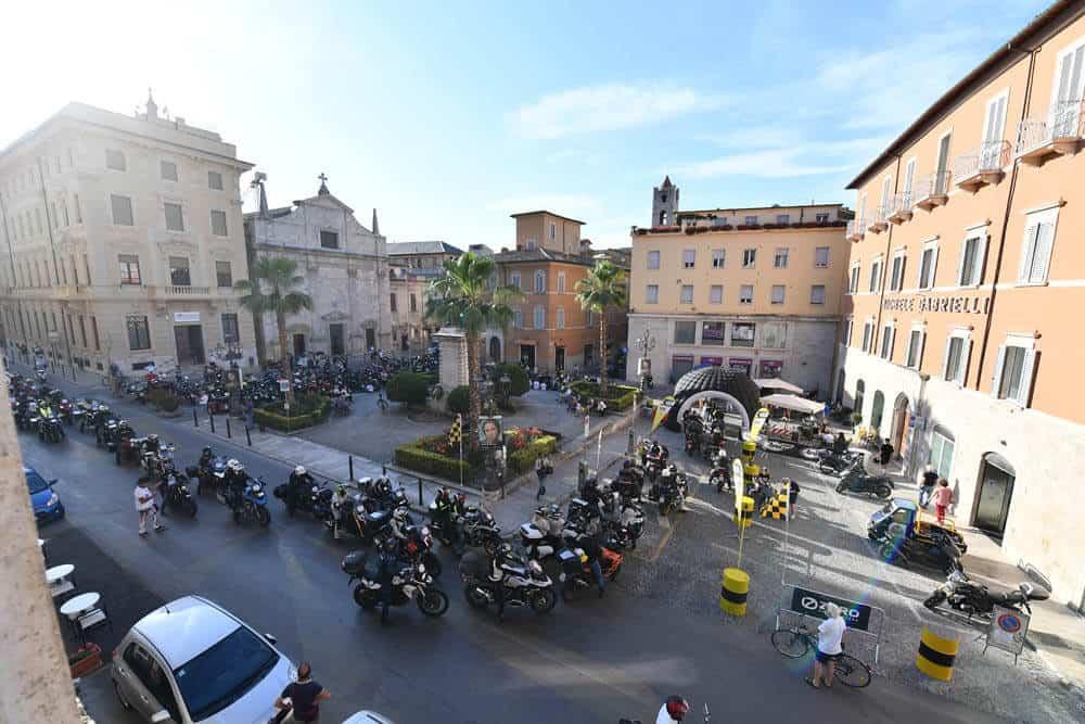 1000Curve Ascoli piazza Roma