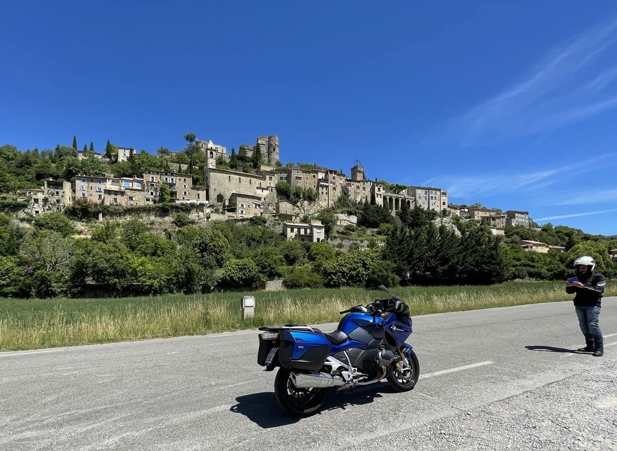 Nyons e Baronie Provenzali, la Francia ideale in motocicletta