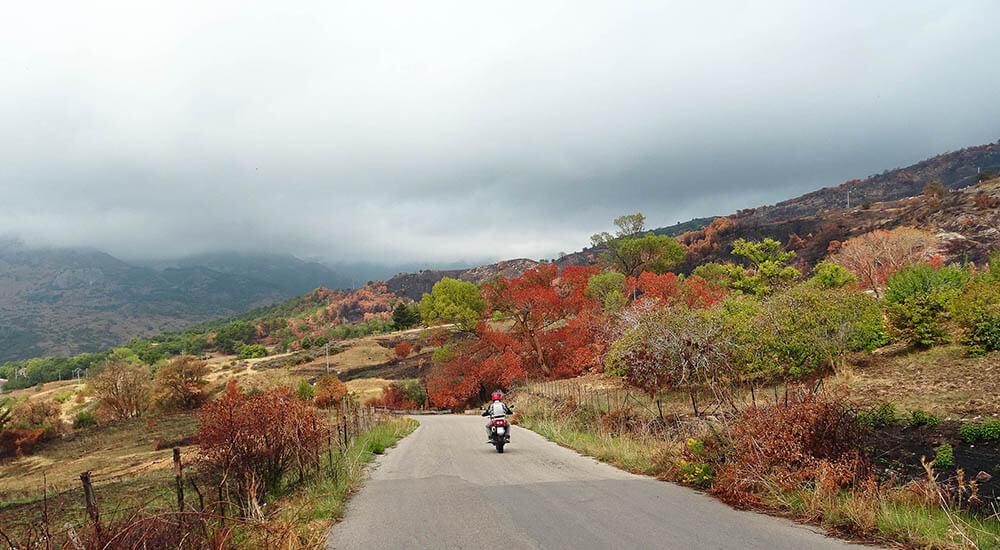 Madonie in moto: foliage? No, incendio